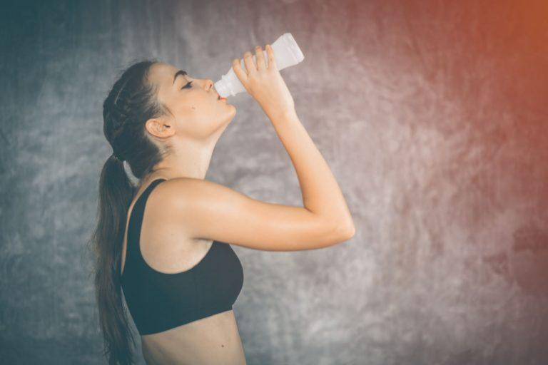 Na Inglaterra, pesquisadores reforçam benefícios do consumo de leite pós-treino nas academias para recuperação dos músculos (Foto: Bigstock)