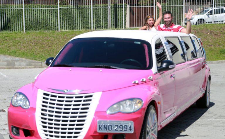 A procura para aniversários infantis a bordo de limousines têm sido mais comuns do que a locação para outros fins. Foto: Felipe Rosa/Tribuna do Paraná