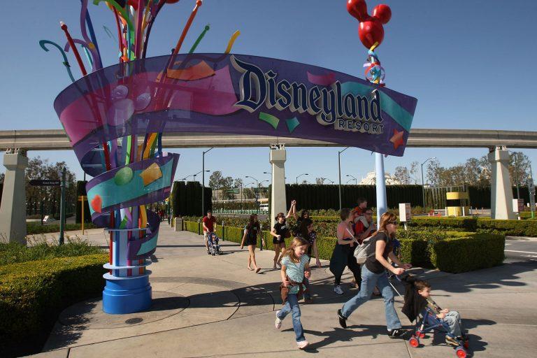 Disney anunciou que proibirá cigarros de todos os tipos nos parques a partir de maio (Foto: Divulgação)