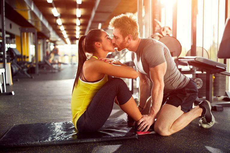 Procure envolver amigos, familiares, namorado(a) na sua mudança de hábitos. Ter alguém conhecido, que você ama, transforma a atividade física em um momento agradável! Foto: Bigstock.