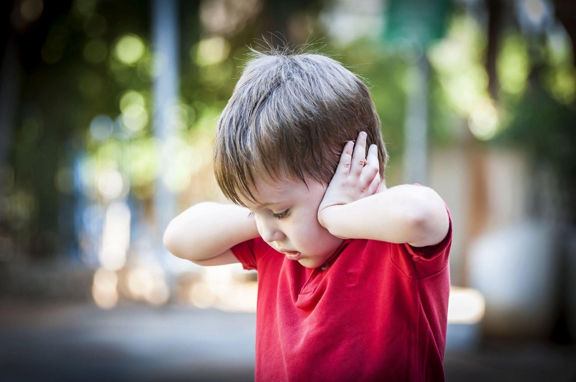 A popularização do  MMS aconteceu a partir de 2013, quando uma mãe, também norte-americana, lançou um livro contando como havia praticamente anulado todos os sinais severos de autismo de seu filho, seguindo um protocolo de sete passos. Foto: Bigstock