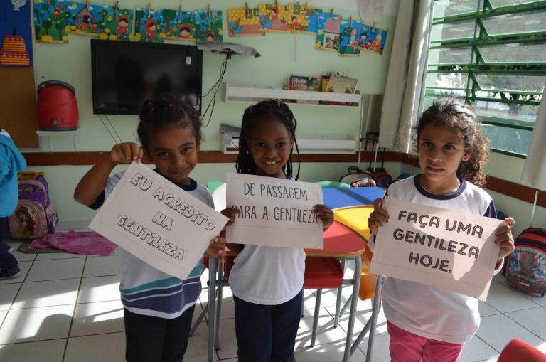 As crianças aprenderam o que é gentileza e como praticar. Fotos: Arquivo Pessoal