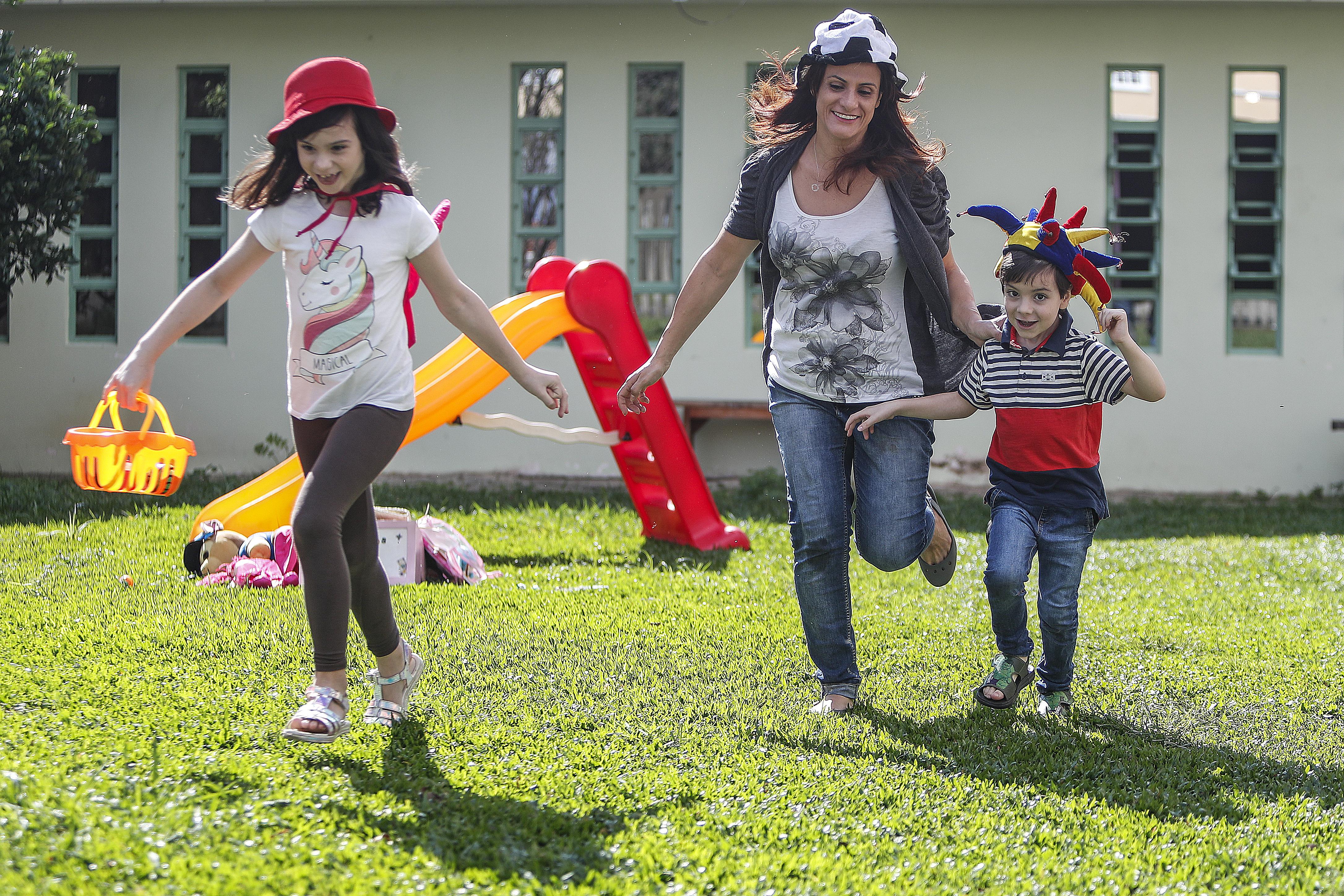 Kely desenvolveu com a maternidade a empatia, a gratidão e aprendeu a não fazer comparações. Foto: Jonathan Campos/Gazeta do Povo.
