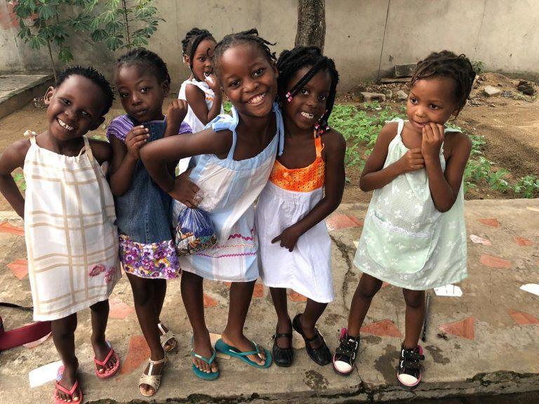 O projeto iniciou em 2017 em Curitiba e já presentou mais de 700 meninos e meninas dos estados de Sergipe, Maranhão e também da República de Moçambique, na África. Foto Divulgação/Pontos com Amor