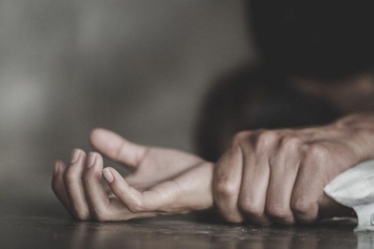 Os profissionais recebem treinamento para identificar a violência doméstica e dar orientação para as clientes sobre como agir. Foto: Bigstock