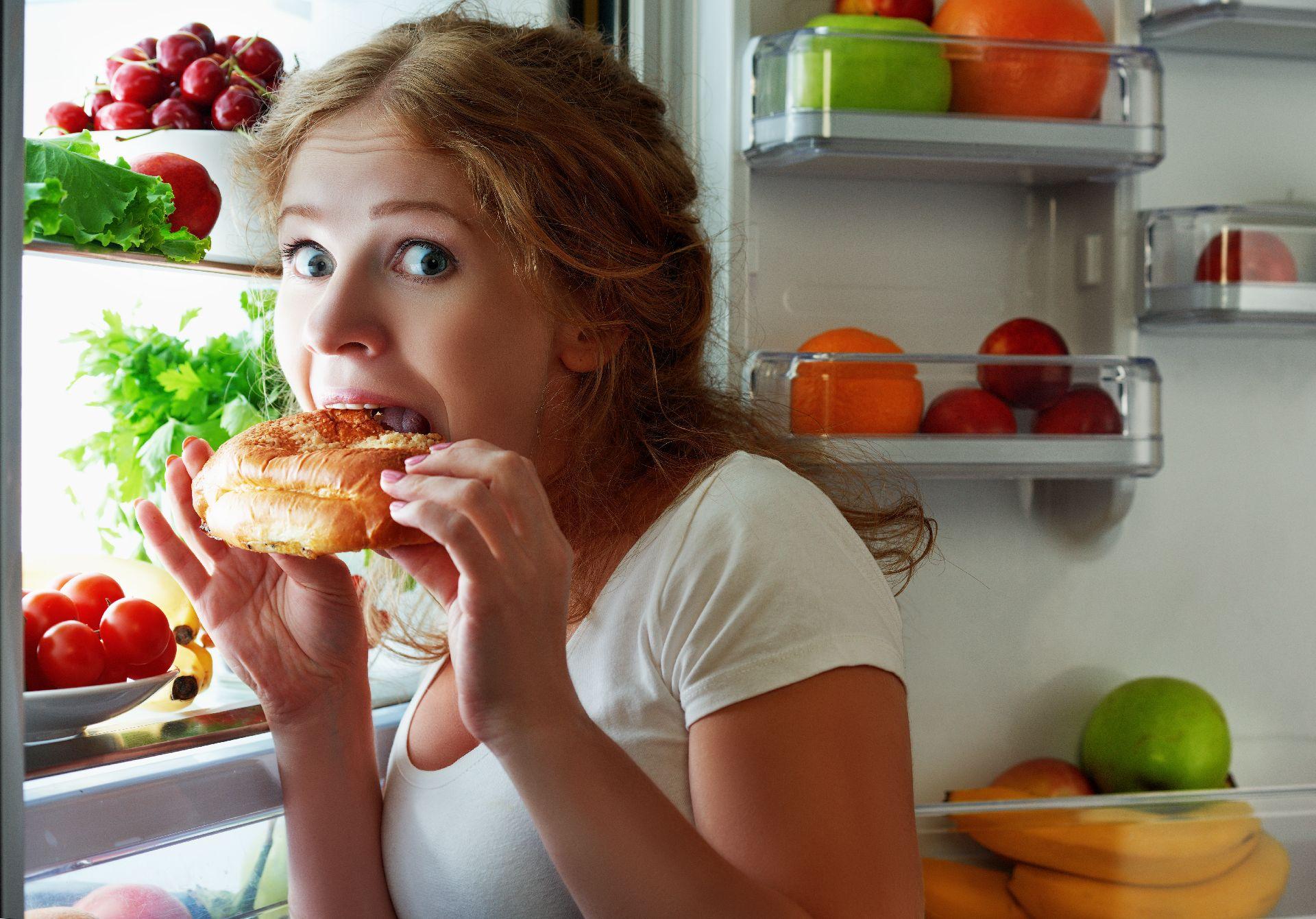 Segundo relatos, a maior dificuldade das mulheres que se submetem a cirurgias bariátricas é largar os doces Foto: Bigstock
