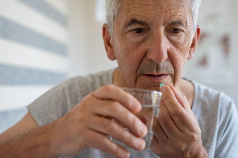 Horário de tomada do remédio contra a pressão alta pode interferir no risco de eventos cardiovasculares à noite Foto: Bigstock.