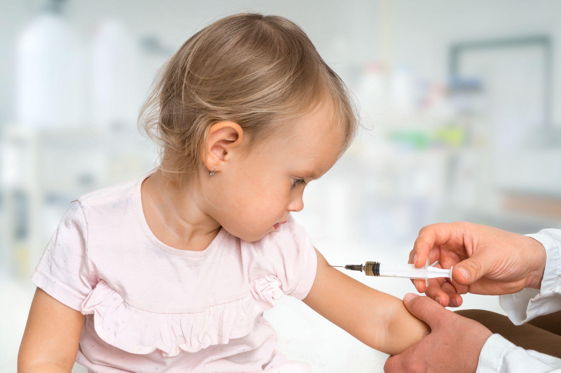 Crianças também fazem parte de grupo de risco para gripe ou influenza (Foto: Bigstock)