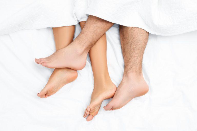 Durante o sono é importante usar cobertas adequadas, pois temos maior sensação de frio por ficarmos parados. Foto: Bigstock.