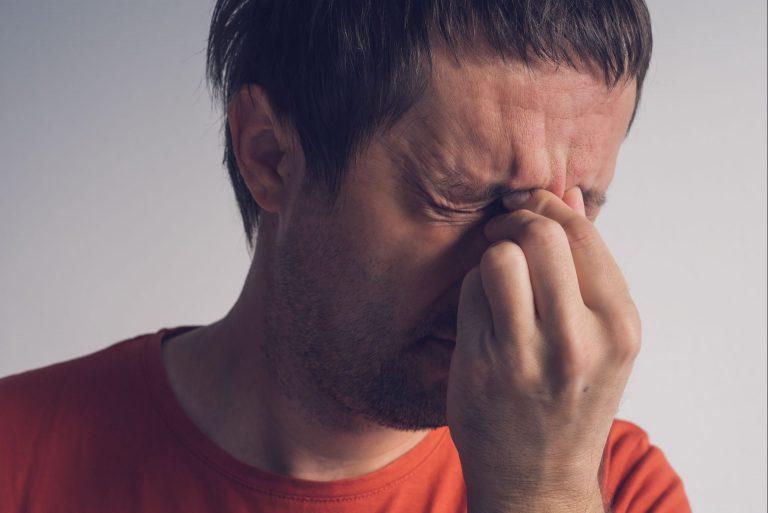 Doença causa dores extremas e tem sintomas bem diferentes da enxaqueca - às vezes, pode ser confundida com sinusite. Foto: Bigstock.
