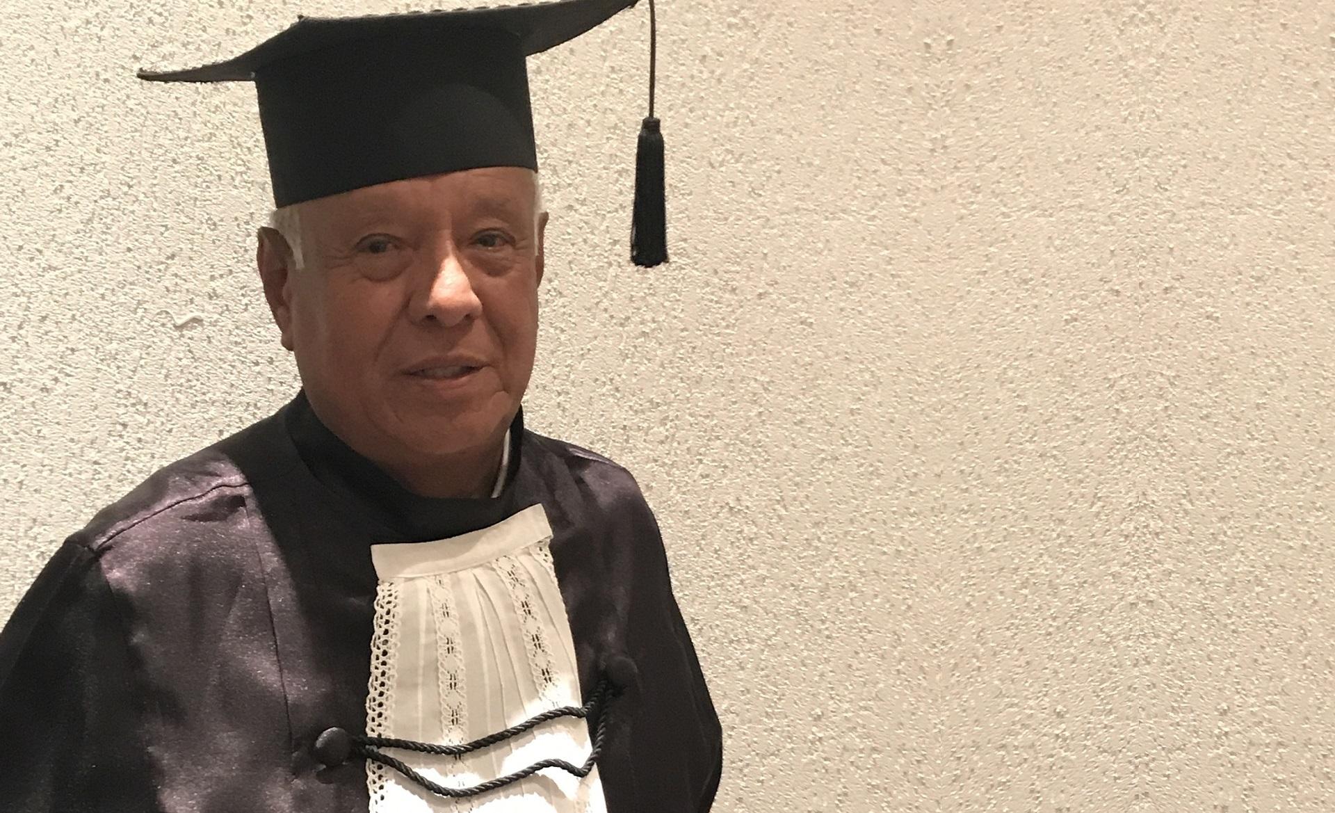Remberto voltou aos bancos escolares após os 80 anos e descobriu uma nova paixão. Foto: Acervo pessoal.
