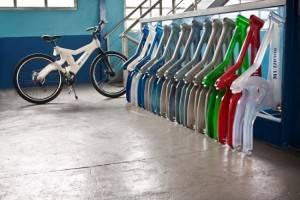 Bicicleta feita de garrafas PET recicladas chega às lojas em novembro