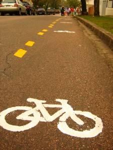 """Liminar suspende efeitos de multa por """"crime ambiental"""" contra pintura de ciclofaixa"""