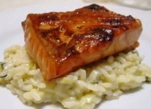 Um salmão defumado em casa. Incrível e muito fácil de fazer
