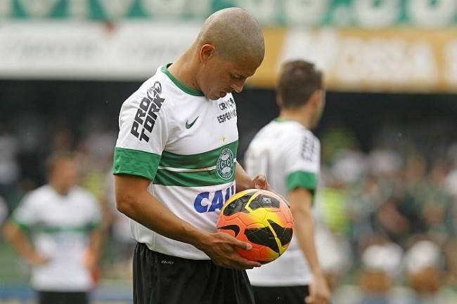 Grupo de jogadores capitaneados pelo coxa-branca Alex pretende mudar o calendário do futebol brasileiro. (Foto: Antonio More / Gazeta do Povo)