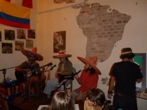 Los 4 pibes argentinos, em uma apresentação musical. (Reprodução/Trip&roll)