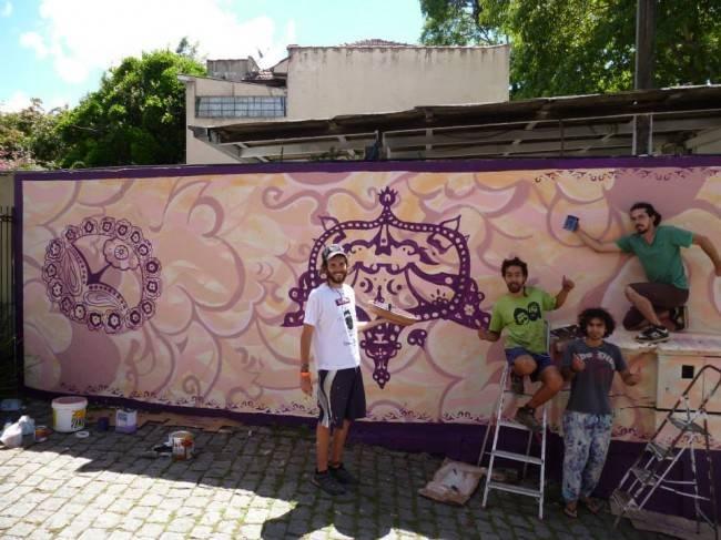 Arte no muro do restaurante Oriente Árabe, em Curitiba. (Foto: Reprodução/Trip&Roll)