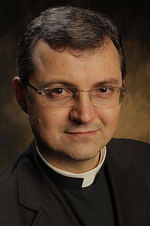 O monsenhor Tomasz Trafny defende o direito dos cristãos de levar à esfera pública questionamentos éticos sobre práticas científicas.
