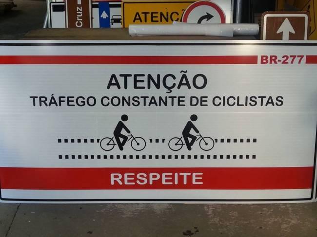 Sinalização vai alertar para a presença de ciclistas nas saídas da rodovia.