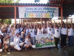 Foto: Movimento em prol da Paz e Não Violência de Londrina, Escola José Garcia Villar.
