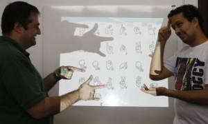 simulação em Libras (Língua brasileira de sinais). FOTO: Jonathan Campos/Gazeta do Povo