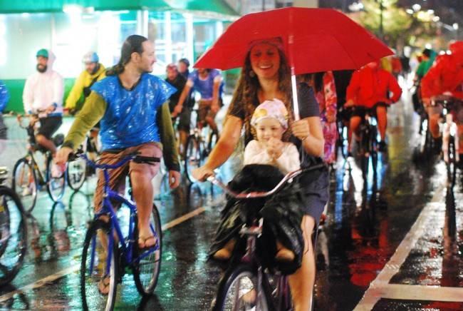 Mulheres e crianças também marcaram presença na Bicicletada do 3º Fórum Mundial da Bicicleta, em Curitiba.