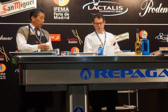 Asafumi Yamashita se apresentou ao lado do conhecido chef Pascal Barbot, do L'Astrance, que prega o uso do melhor produto, no melhor momento, e mostraram alguns segredos das verduras e das flores que usam.
