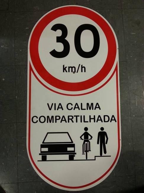 Avenida 7 de Setembro terá trânsito acalmado para uso compartilhado. (Foto: Reprodução/CicloIguaçu)