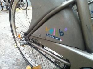 Paris usa bicicleta como arma para combater a poluição do ar.