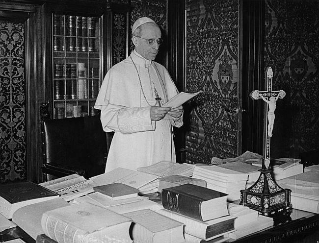 Pio XII tinha muito interesse por temas científicos, mas precisou ser alertado para não avançar o sinal com o Big Bang. (Foto: CNS)