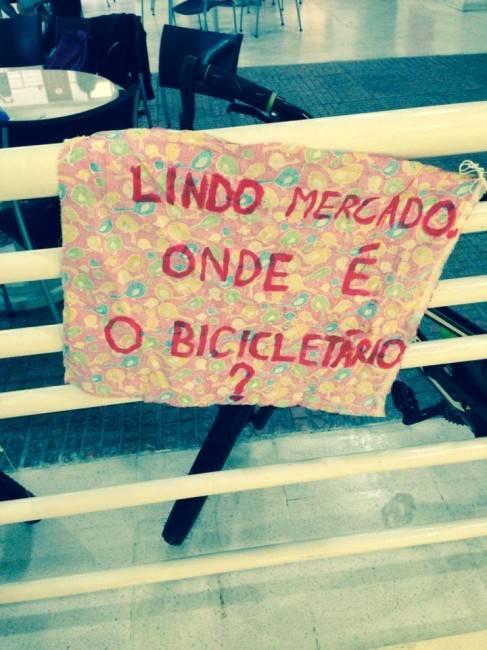 Protesto de ciclistas por criação do bicicletário no Mercado Municipal (Foto: Priscila Maris)
