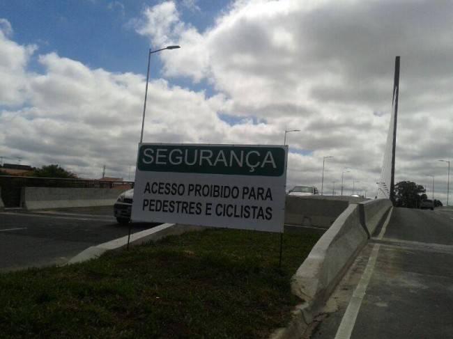 Viaduto em uma cidade excludente e carrocrata. (Foto: Reprodução)