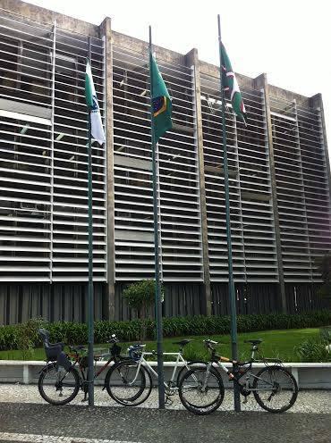 Sede do Detran-PR: bicicletas serão conteúdo obrigatório na prova para emissão da CNH.