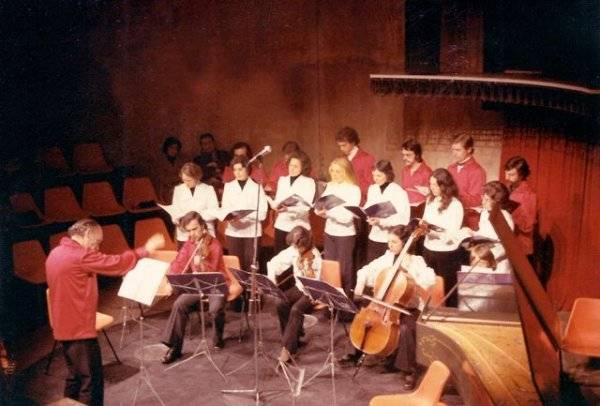 Foto do primeiro concerto da Camerata no Teatro Paiol (Acervo Ingrid Müller Serafim/FCC)