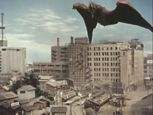 """Cena do filme """"Rodan!... o Monstro do Espaço"""""""