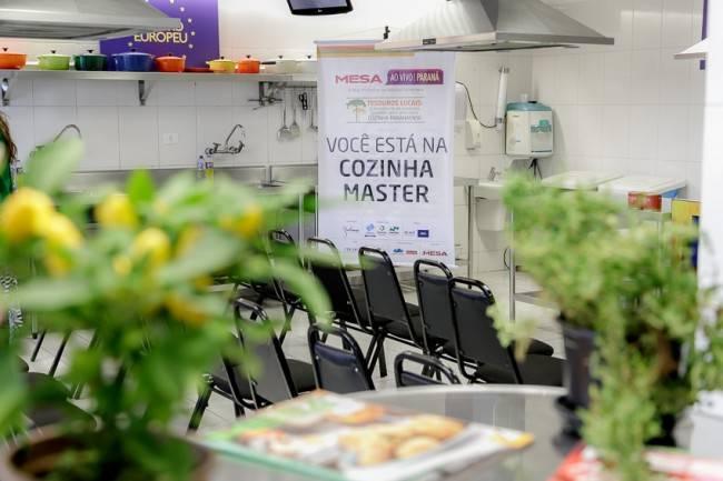 Cozinha master do Mesa ao Vivo Paraná no Centro Europeu