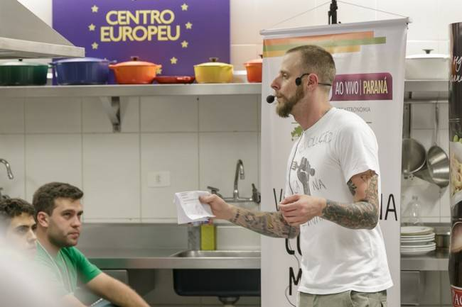André Mifano deu seu recado  e cozinhou em Curitiba