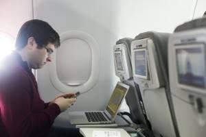 Agência Europeia para a Segurança da Aviação (Easa) permitiu o uso de telefones celulares nos aviões (Foto: Lucas Jackson / Reuters)