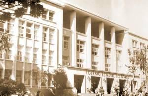 O Colégio Estadual do Paraná, local dos cursos . Foto de 1975