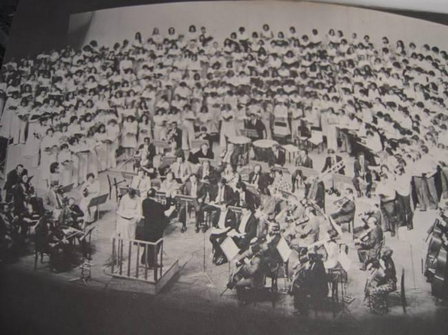 A histórica apresentação da Missa Solemnis de Beethoven no Theatro Guaíra. Estou entre os coralistas