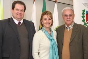 Fernanda Richa, com  o presidente do Sindafep, José Carlos Carvalho, e o vice-presidente sindical, Wanderci Polaquini. A foto está em matéria no site do sindicato.