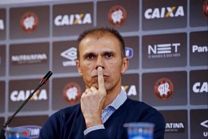 MIlton Mendes tem a missão de fazer o Atlético voltar a vencer. (Antonio More/ Gazeta do Povo)