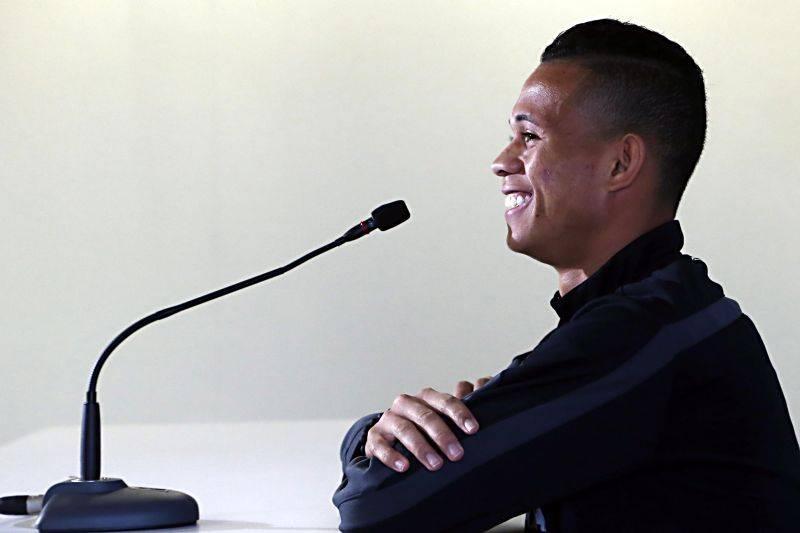 Rodrigo Ramos, promessa alviverde: ele terá a sombra do experiente Léo Moura? (Albari Rosa/ Gazeta do Povo)