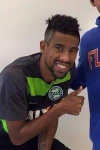 Léo Moura na passagem por Curitiba para realizar exames médicos (Reprodução/ Twitter)