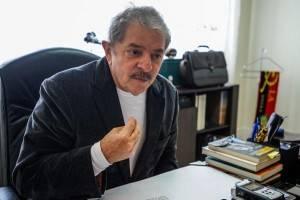 Lula publica receita de bolo para criticar os que pedem volta da ditadura