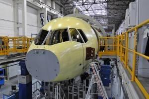 O primeiro MC-21 está em fase de montagem na Rússia e deve voar em 2016 (Foto: Divulgação/Irkut)