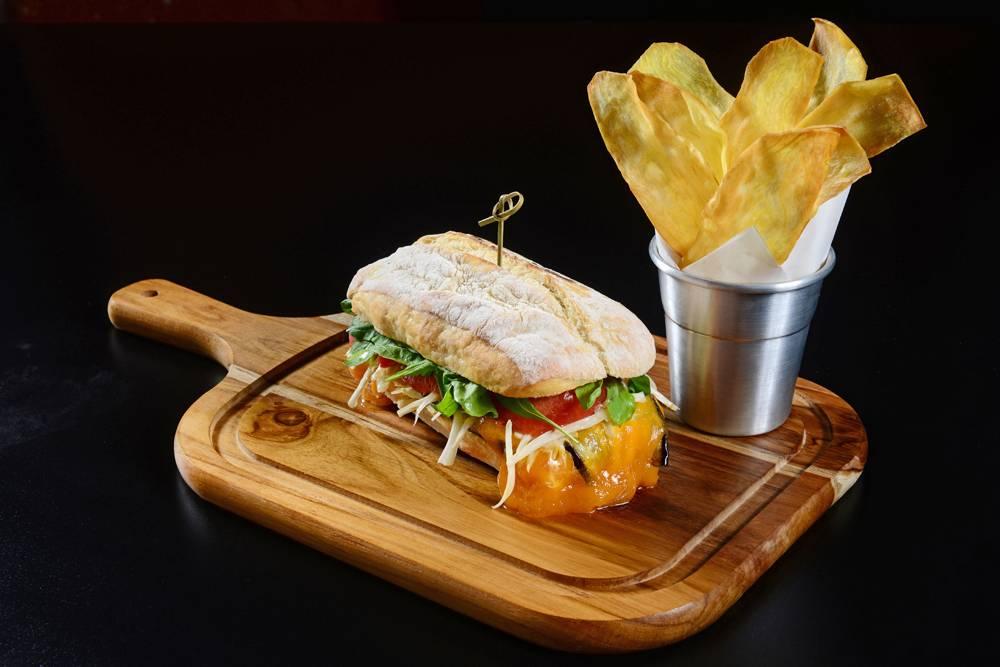 Sanduíche berinjela Bobardí vegetariano