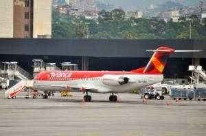 Fokker 100, matrícula PR-OAU, foi o usado para o último voo pela Avianca Brasil (Foto: Gustavo Ribeiro)