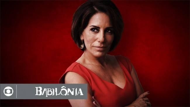 O cabelo criado para a vilã Beatriz tem estilo moderno e foi um pedido de Gloria Pires continuar com as madeixas curtas. O corte é assinado pelo profissional Marcio Mello.
