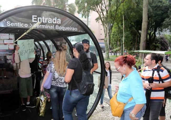 Catraca livre na Carlos Gomes. Foto: Pedro Serápio/Gazeta do Povo.